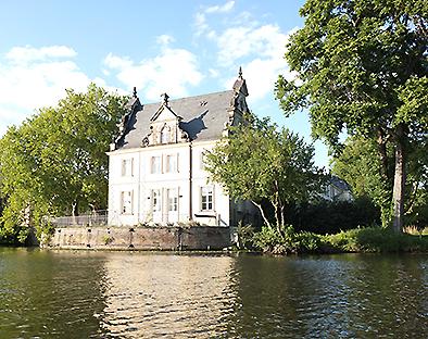 Das Jagdschloss Glienicke in Potsdam per Kajak